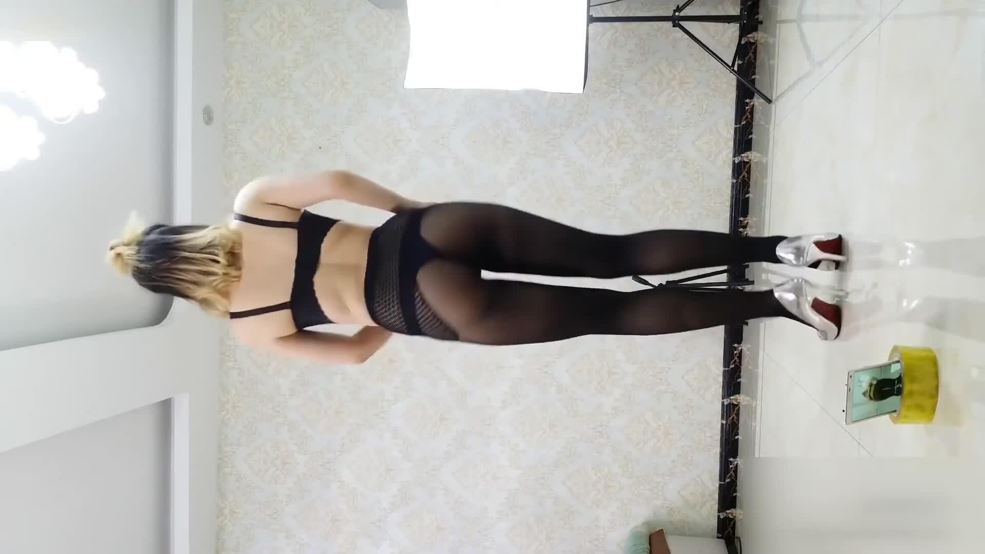 Sexy Dance 萱萱 黑色絲襪+黑色內衣 蜜桃臀絲襪高跟背後搖