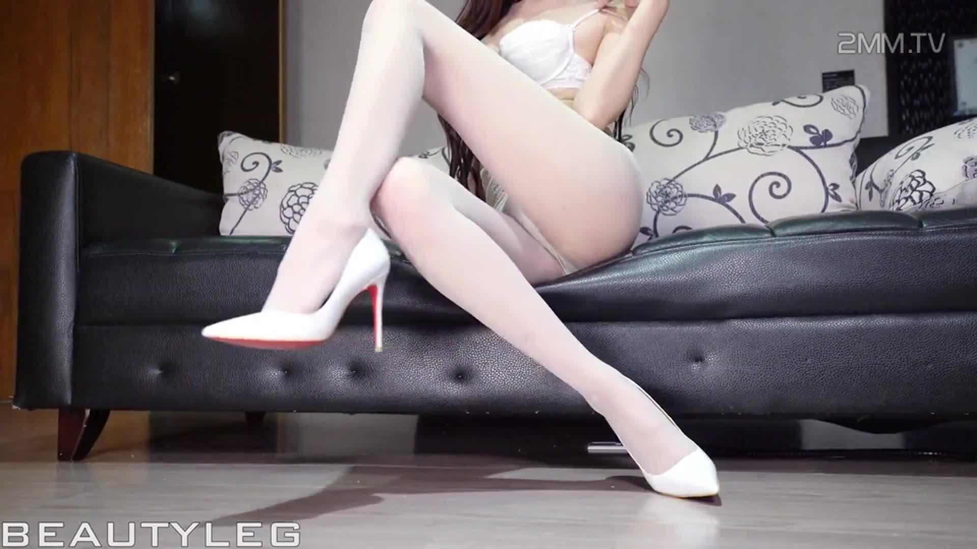 [hu-lulu] superb white sheer pantyhose in elegant lingerie, beauty legs in nylons and heels