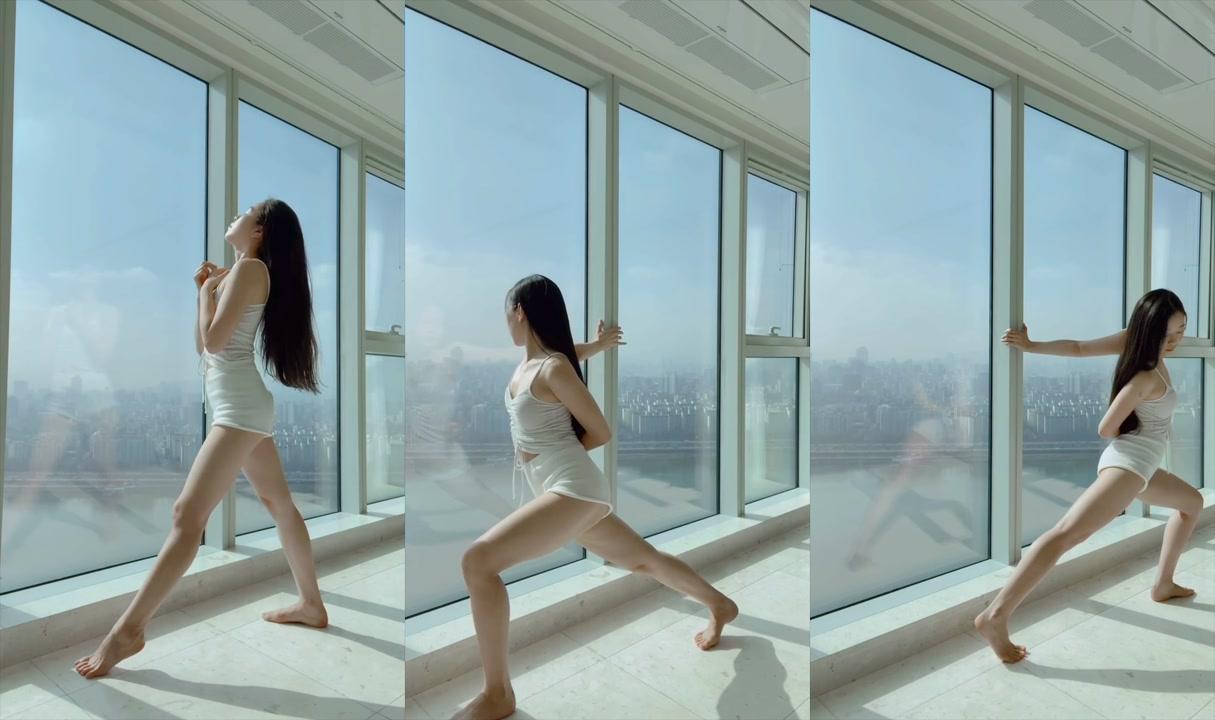 SUNDAY MORNING Stretching