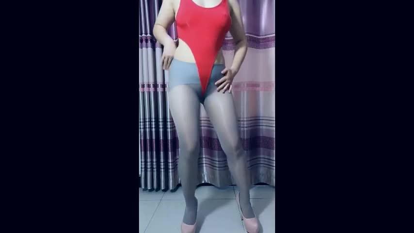 Sexy Dance 波波姐 自摸 灰色絲襪+紅色高叉 熟女激情蜜桃臀誘惑搖