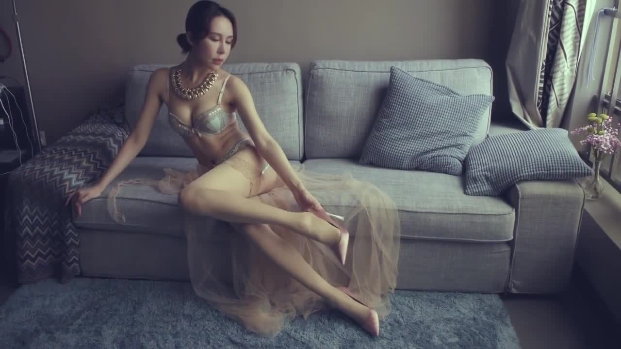 [Beautiful legs] Chinese leg model: Sexy lingerie X nude color stockings X high heels